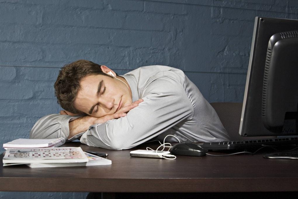 Il lavoro fuori orario fa invecchiare il cervello