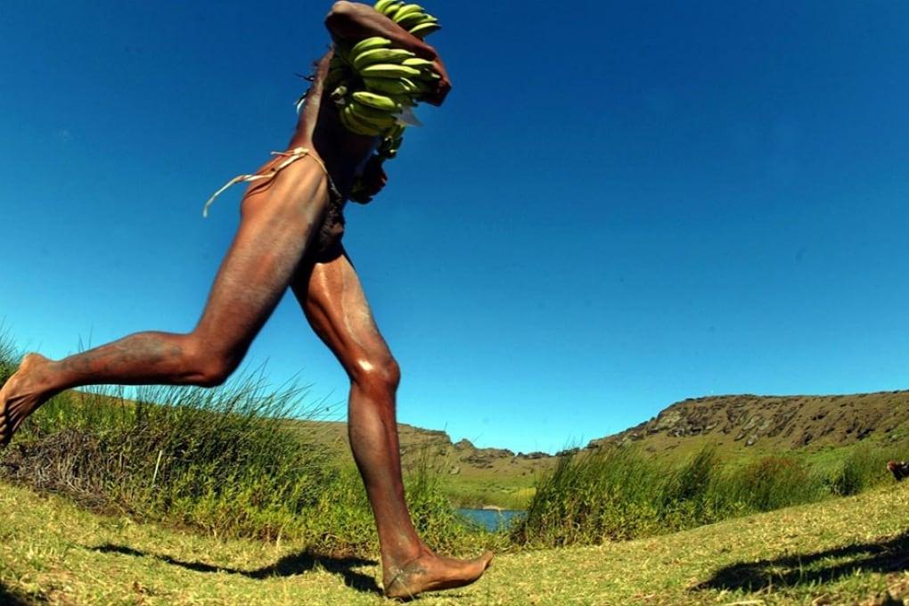 Correre scalzi fa male?