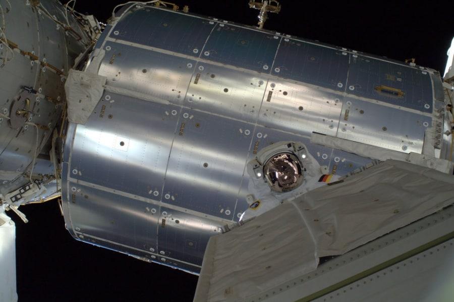 alexander_gerst_spacewalk_with_module_fullwidth