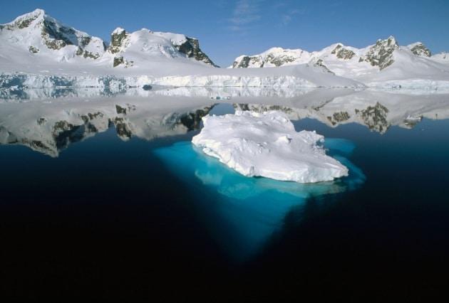 La foto della parte sommersa di un iceberg