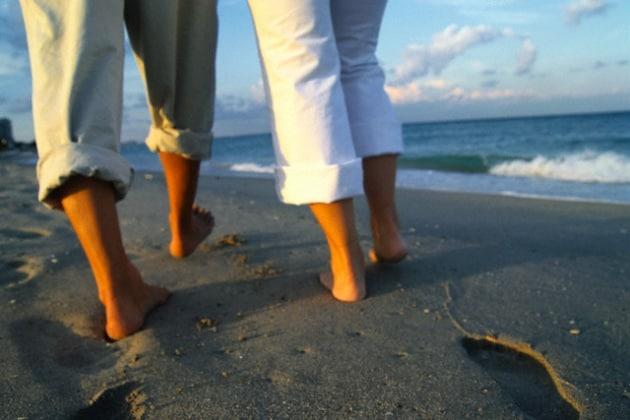 Gli uomini rallentano il passo se camminano con la partner