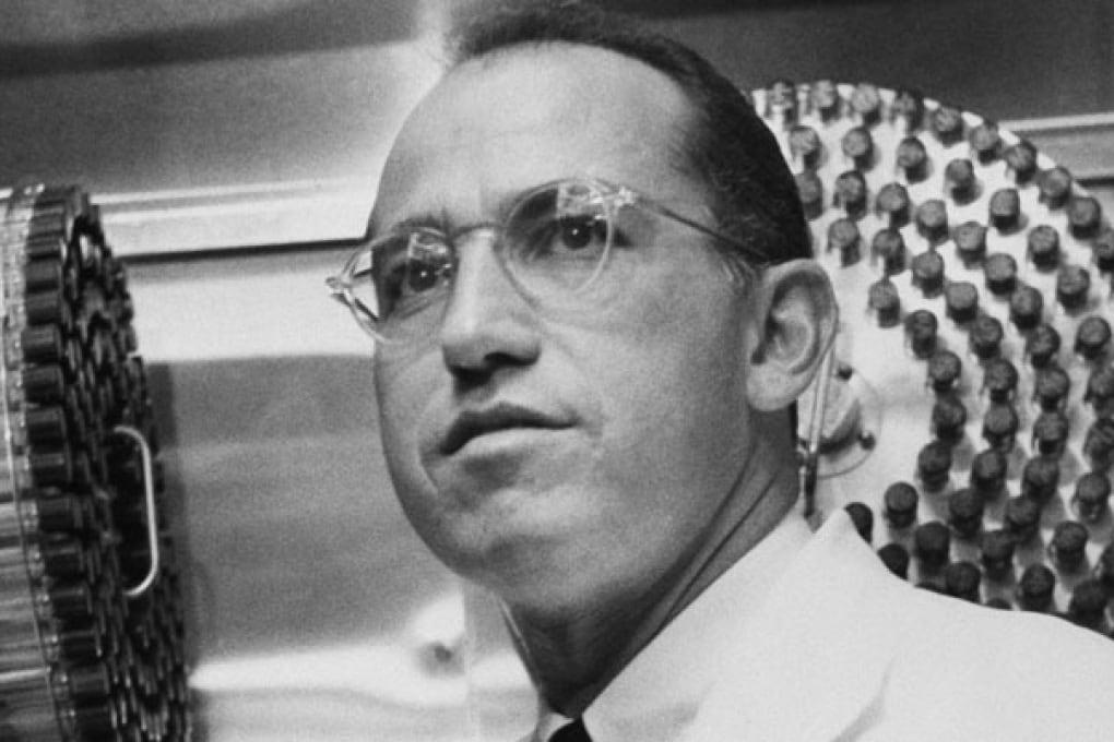 Jonas Salk, l'eroe della medicina sche scoprì il vaccino anti-polio.