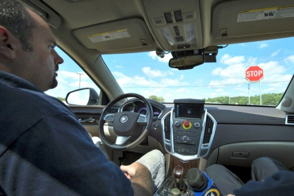 Semafori virtuali e caschi intelligenti per strade più sicure
