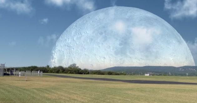 E se la Luna orbitasse alla stessa altezza della ISS?