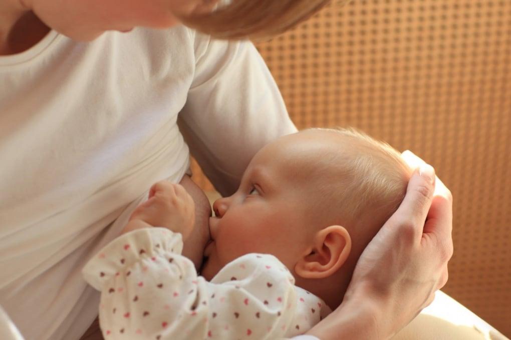 Il latte materno cambia in base al sesso del bebè
