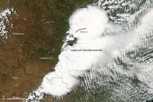 Il tornado in Oklahoma visto dallo Spazio