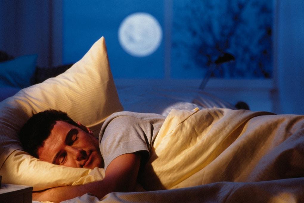 Dormito male? (Forse) è colpa della Luna