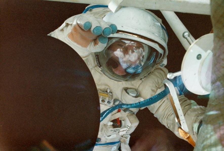 jean-loup_chretien_spacewalk_fullwidth