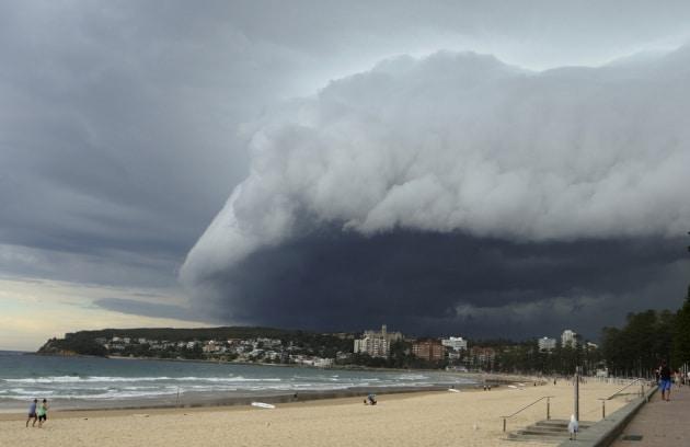 Sydney, muro di nuvole all'orizzonte