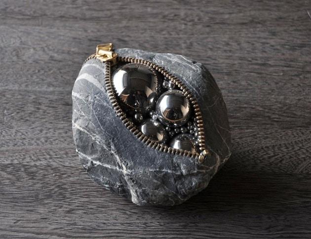 Le surreali sculture di pietra di Hirotoshi Ito