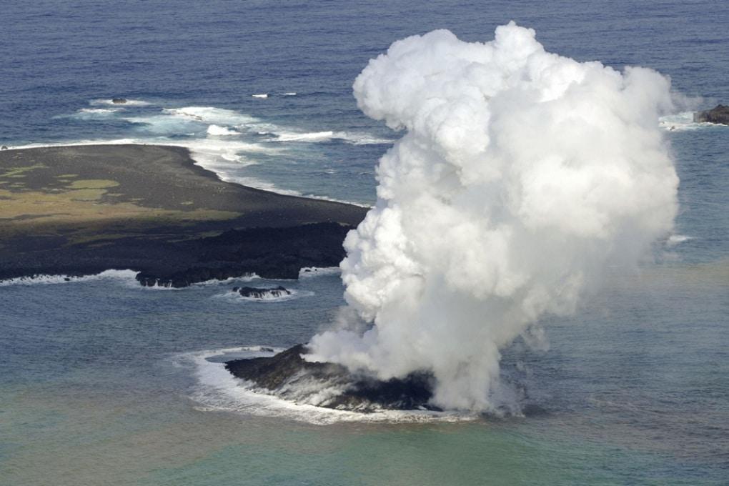 Giappone, nuova isola creata da un vulcano sommerso