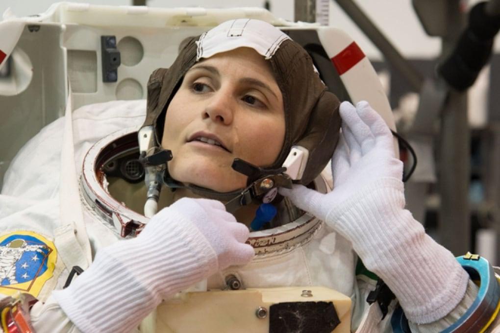 Samantha Cristoforetti presenta il logo di Futura, la sua missione sulla ISS