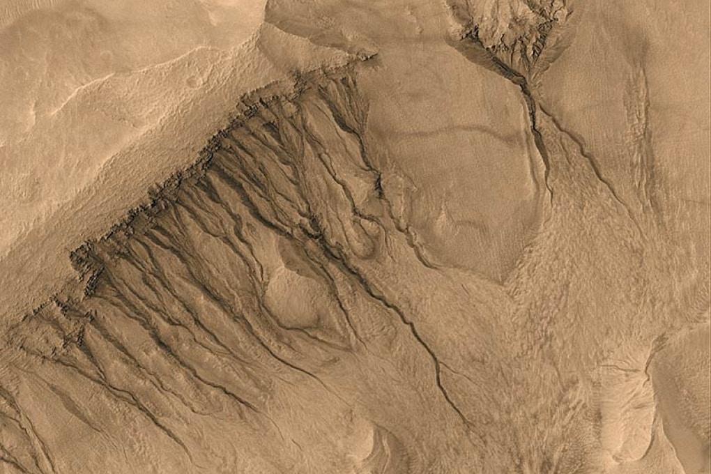 Le sorgenti di Marte: tracce d'acqua salmastra sul Pianeta Rosso