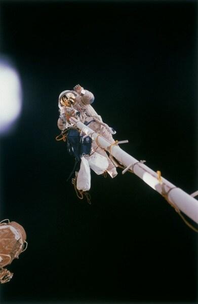 the_first_spacewalk_for_an_esa_astronaut_took_place_during_euromir_95_fullwidth