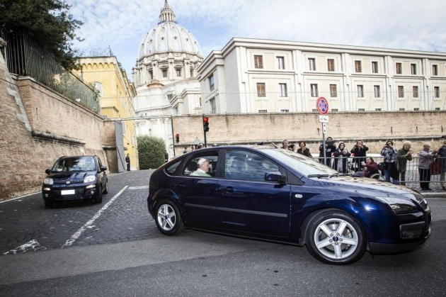 A spasso con il Papa: auto, treni e navi che garantiscono la sicurezza dei potenti