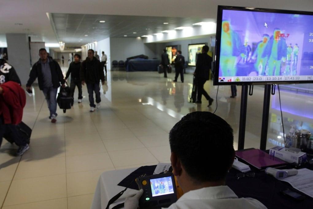 Tre casi di Ebola al mese sui voli internazionali