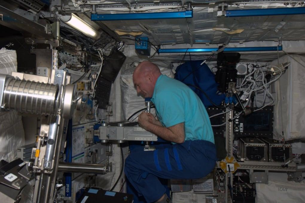 Come ci si pesa sulla ISS?