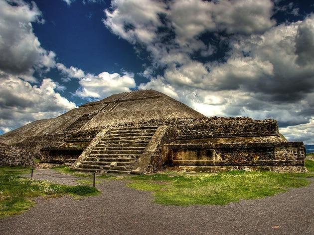 La Piramide del Sole potrebbe crollare