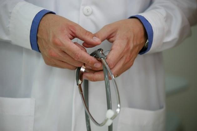 Gli stetoscopi dei medici? Possono veicolare infezioni