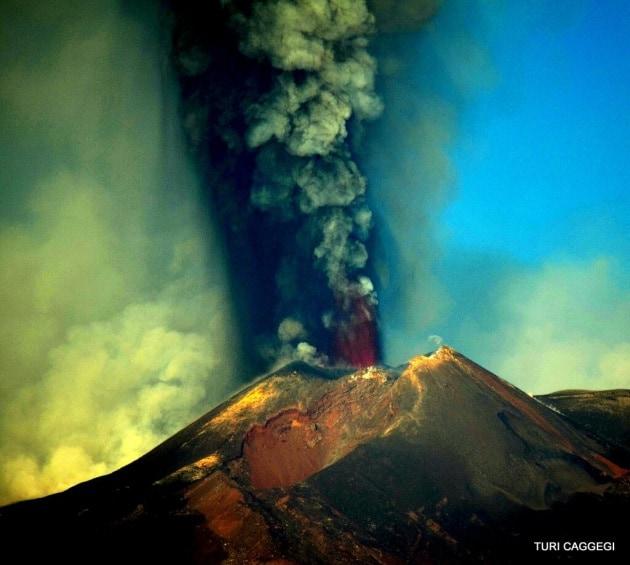 L'Etna si risveglia, le foto della nuova eruzione