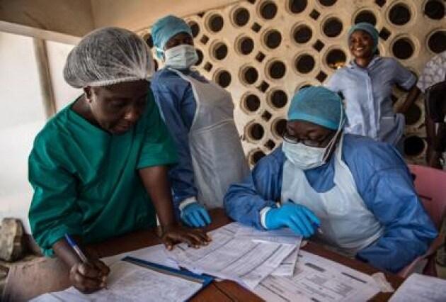 Ebola: Gino Strada, l'epidemia è stata vinta