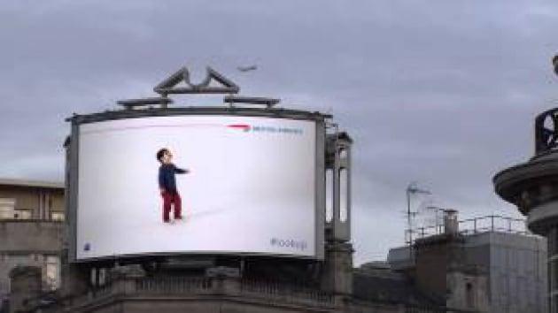 Mamma, guarda l'aereo!