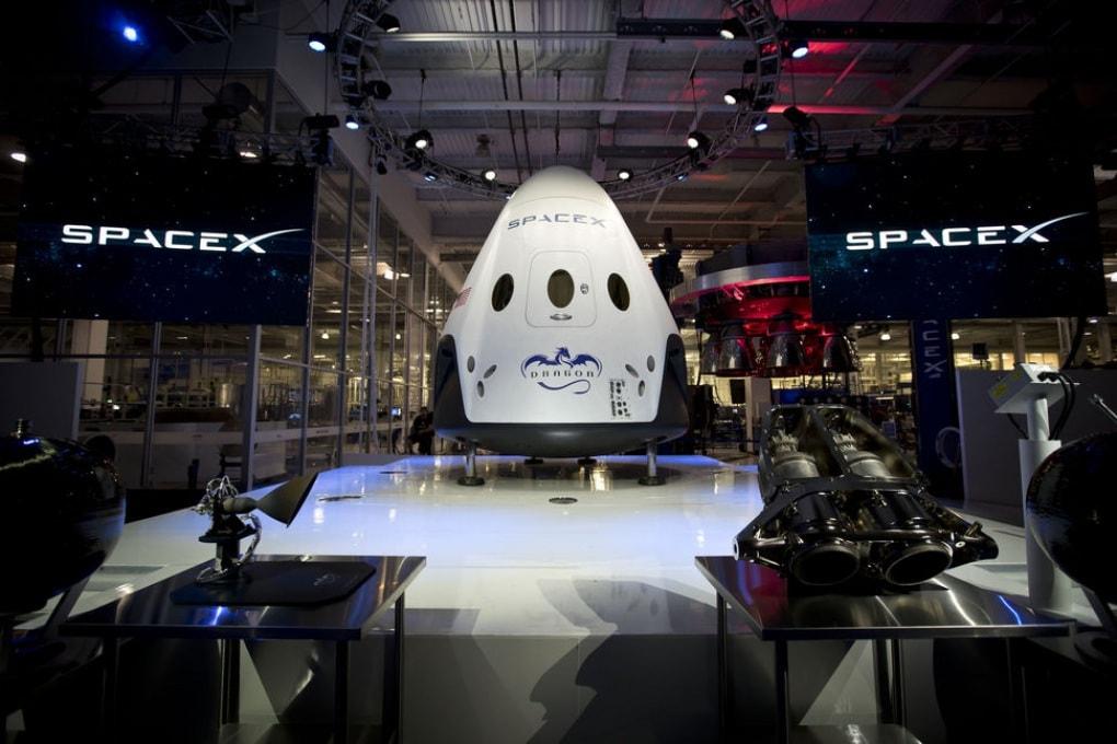 SpaceX svela la nuova navicella Dragon, un taxi spaziale per la ISS