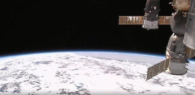 Telecamere all 39 esterno della iss per vedere la terra con for Puoi ipotecare la terra