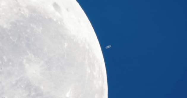 La Luna si è mangiata Saturno