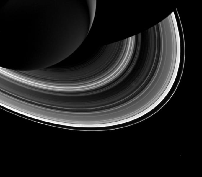 saturn-shadow-rings-mimas