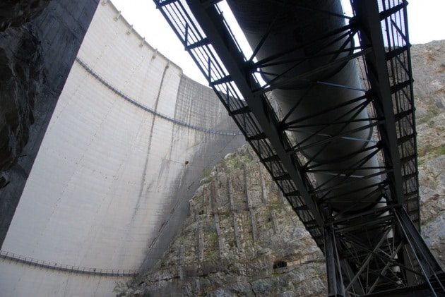 Mauro Corona: un ascensore in cristallo davanti alla diga del Vajont