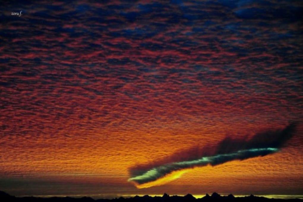 Nuvole a forma di cicatrice nella British Columbia