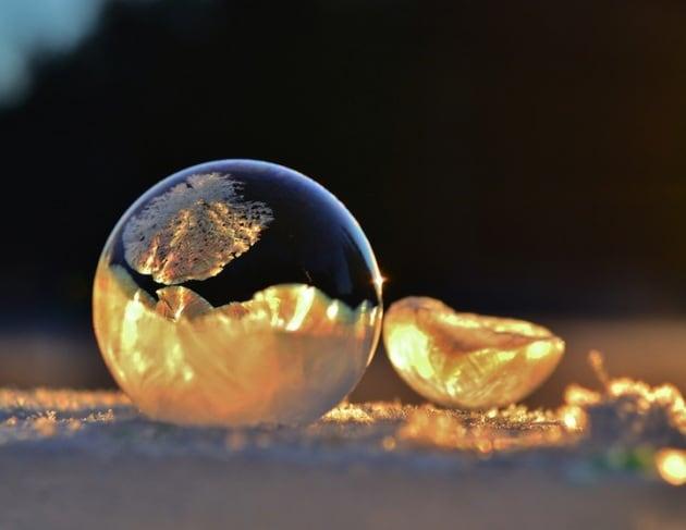 Sfere di cristallo: le bolle di sapone che ghiacciano per il freddo