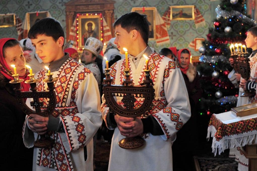La Messa di Natale in una chiesa ortodossa in Ucraina non viene celebrata il 25 dicembre, ma il 7 gennaio. Colpa dei calendari.