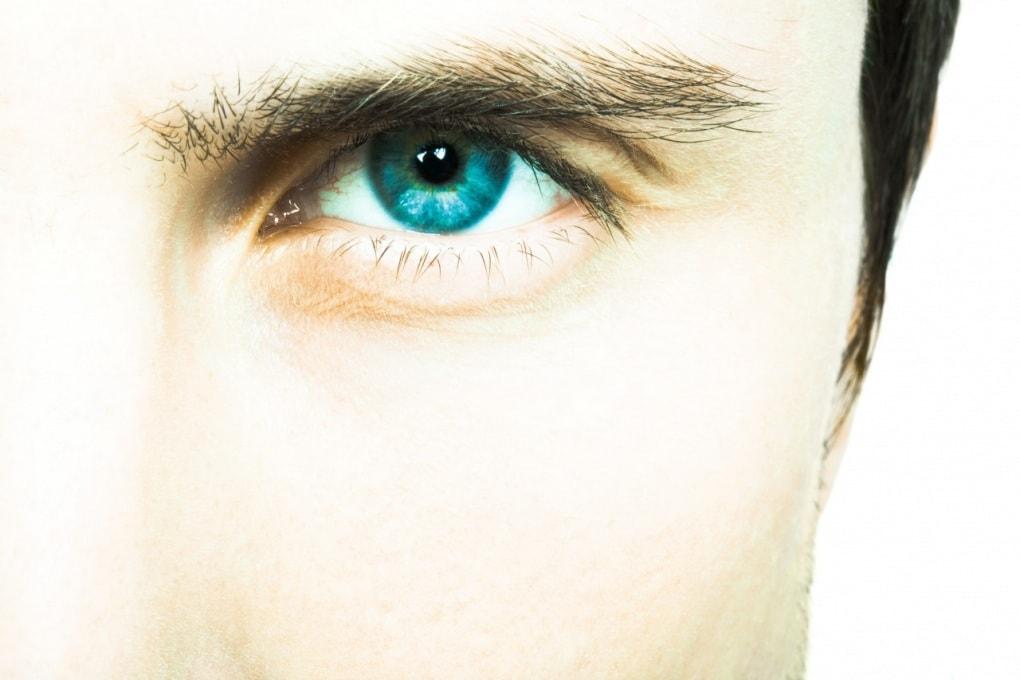 Perché il contatto visivo ci mette a disagio