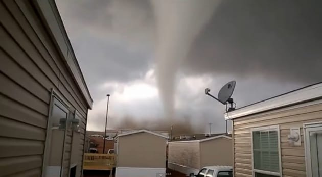 Tornado in Nord Dakota, mai visto così da vicino
