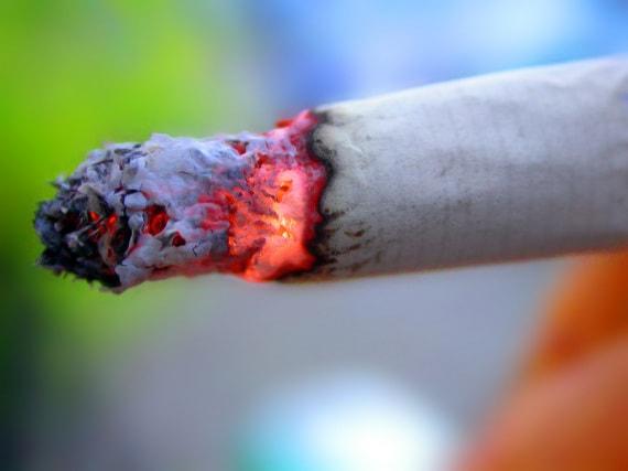 medicina, terapie del passato: clisteri con fumo di tabacco