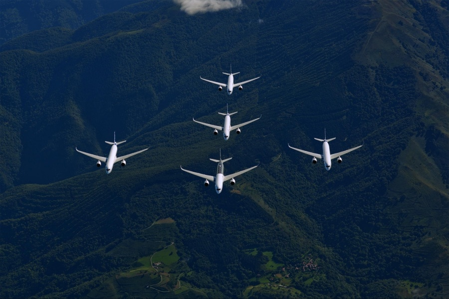 airbus-a350xwb-formation-flight-01