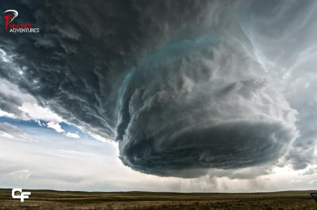 Un inquietante temporale a supercella in time-lapse
