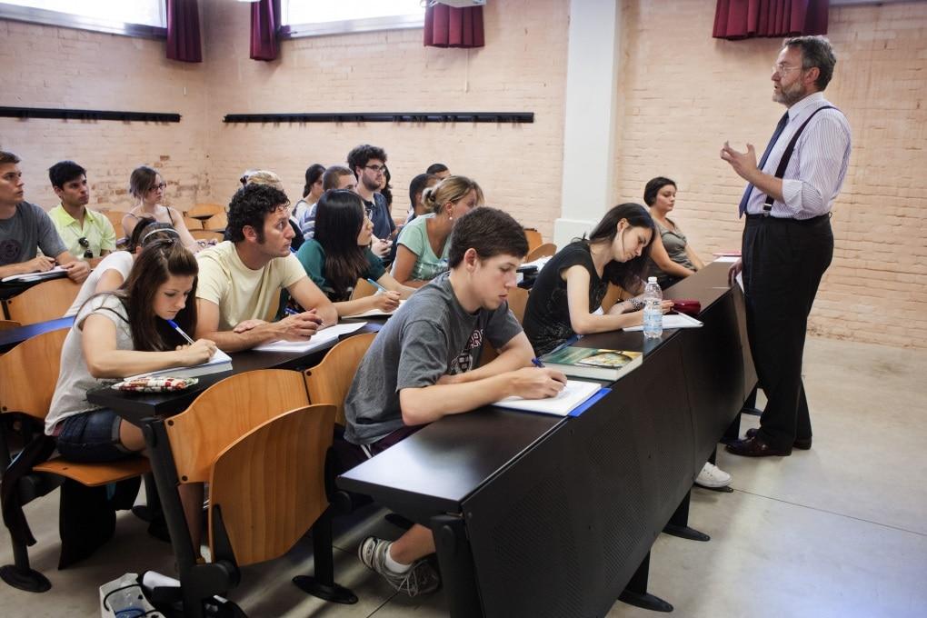 Si impara meglio se l'insegnante gesticola?