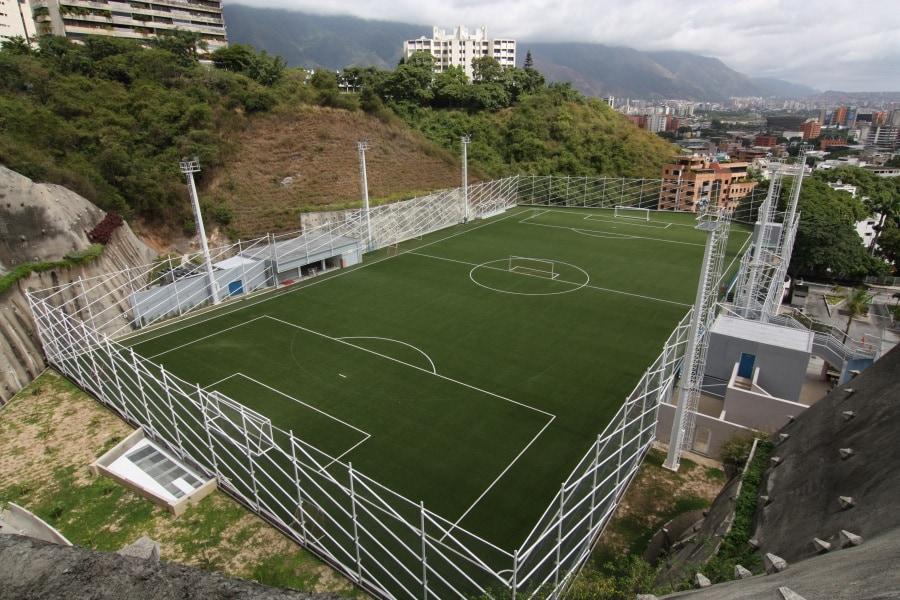 pictures-of-escuela-campo-alegre-rooftop-field.1