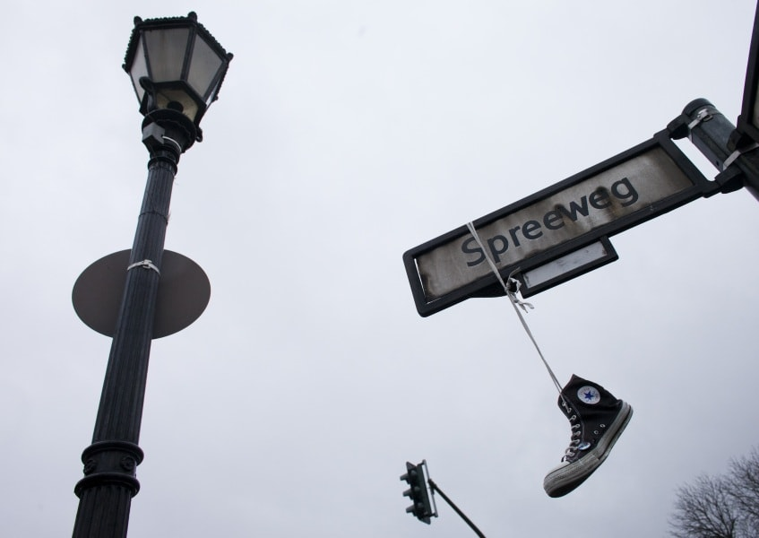 Appese Significato Scarpe Shoefiti Lo Ai Hanno Che Cavi Le Ecco pSfIcw