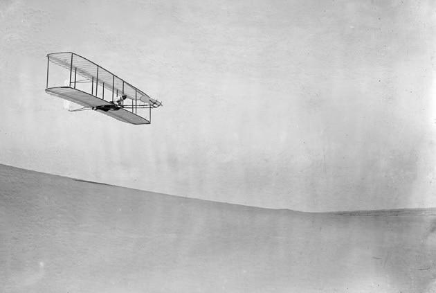 Eppure... vola: la storia dell'aereo per immagini