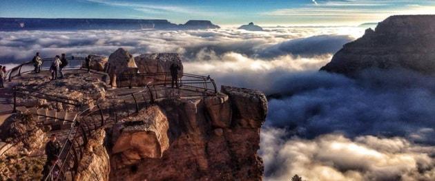 Il Grand Canyon in un mare di nuvole