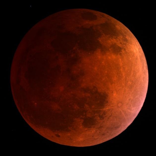 Le foto dell'eclissi totale di Luna