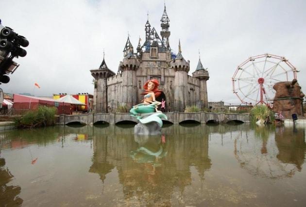 Dismaland: quando Banksy si inventò il parco dei divertimenti da incubo