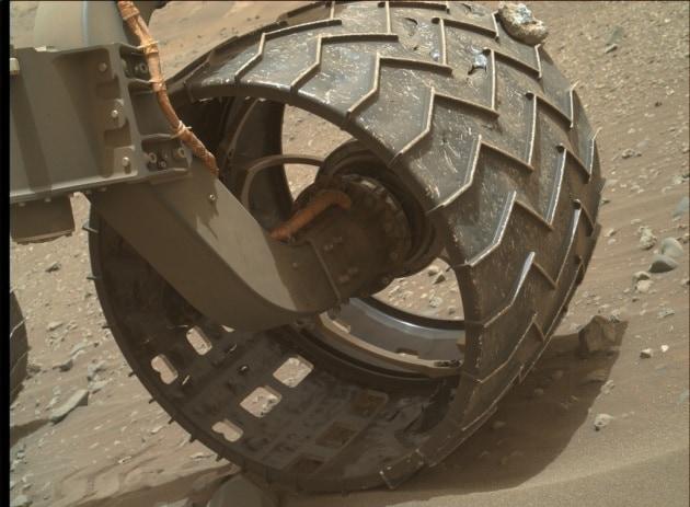 Marte: danni sulle ruote di Curiosity