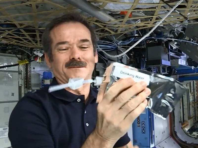 chris-hadfield-acqua