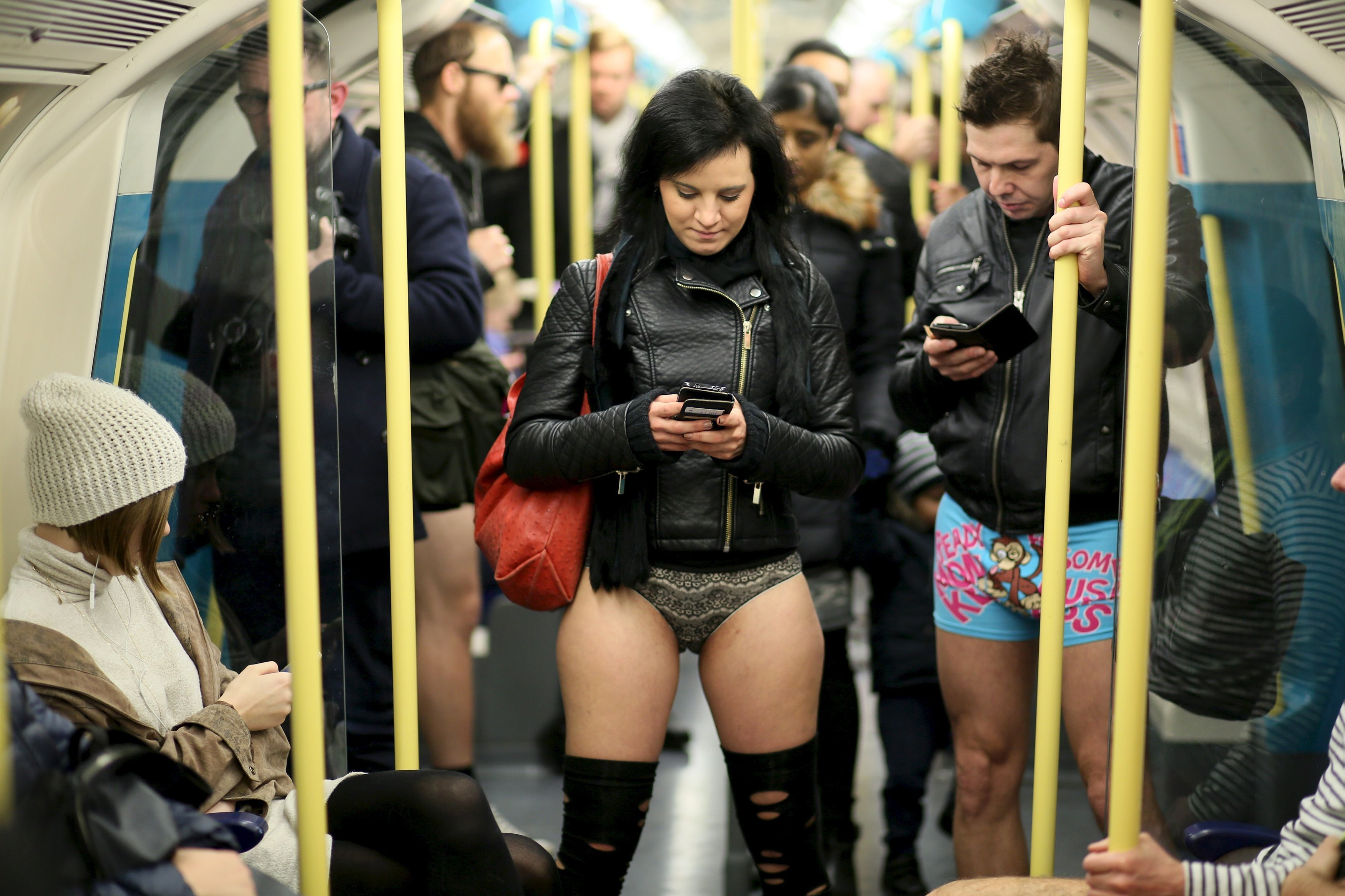 devki-v-metro