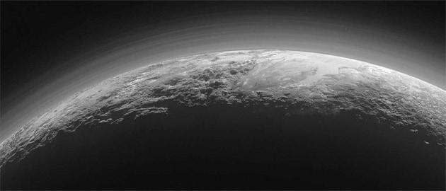 Le foto da New Horizons: tracce di neve su Plutone